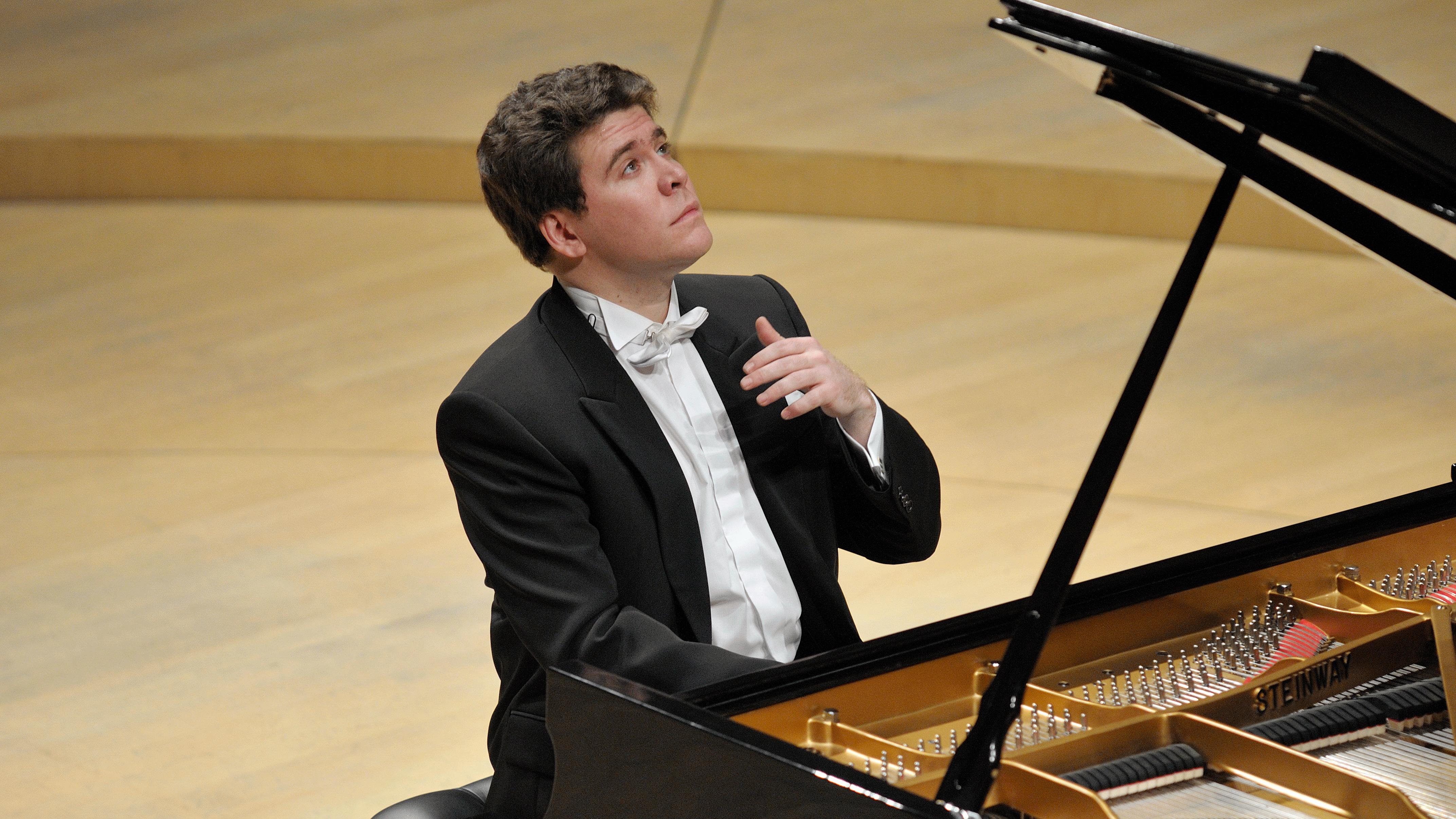 https://medicitv-c.imgix.net/movie/alexander-sladkovsky-conducts-rachmaninovs-piano-concertos-denis-matsuev_d.jpg?auto=format&q=85