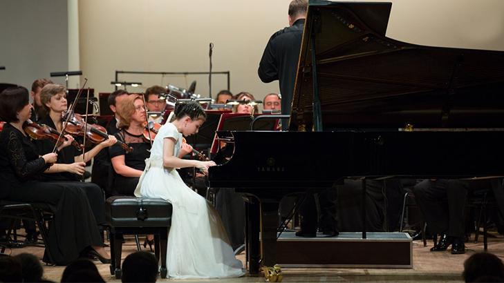 Alexandra Dovgan joue le Concerto pour piano n°1 en sol mineur de Mendelssohn, op. 25