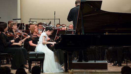Alexandra Dovgan interpreta el Concierto para piano n.° 1 en sol menor de Mendelssohn, op. 25