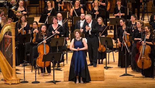 Yoav Talmi dirige Dorman, Murphy et Mendelssohn – Avec Sharon Azrieli, Lara St. John, Erica Goodman et Rachel Mercer