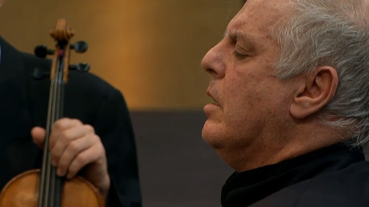 Daniel Barenboim plays and conducts Beethoven: Piano Concerto No. 3