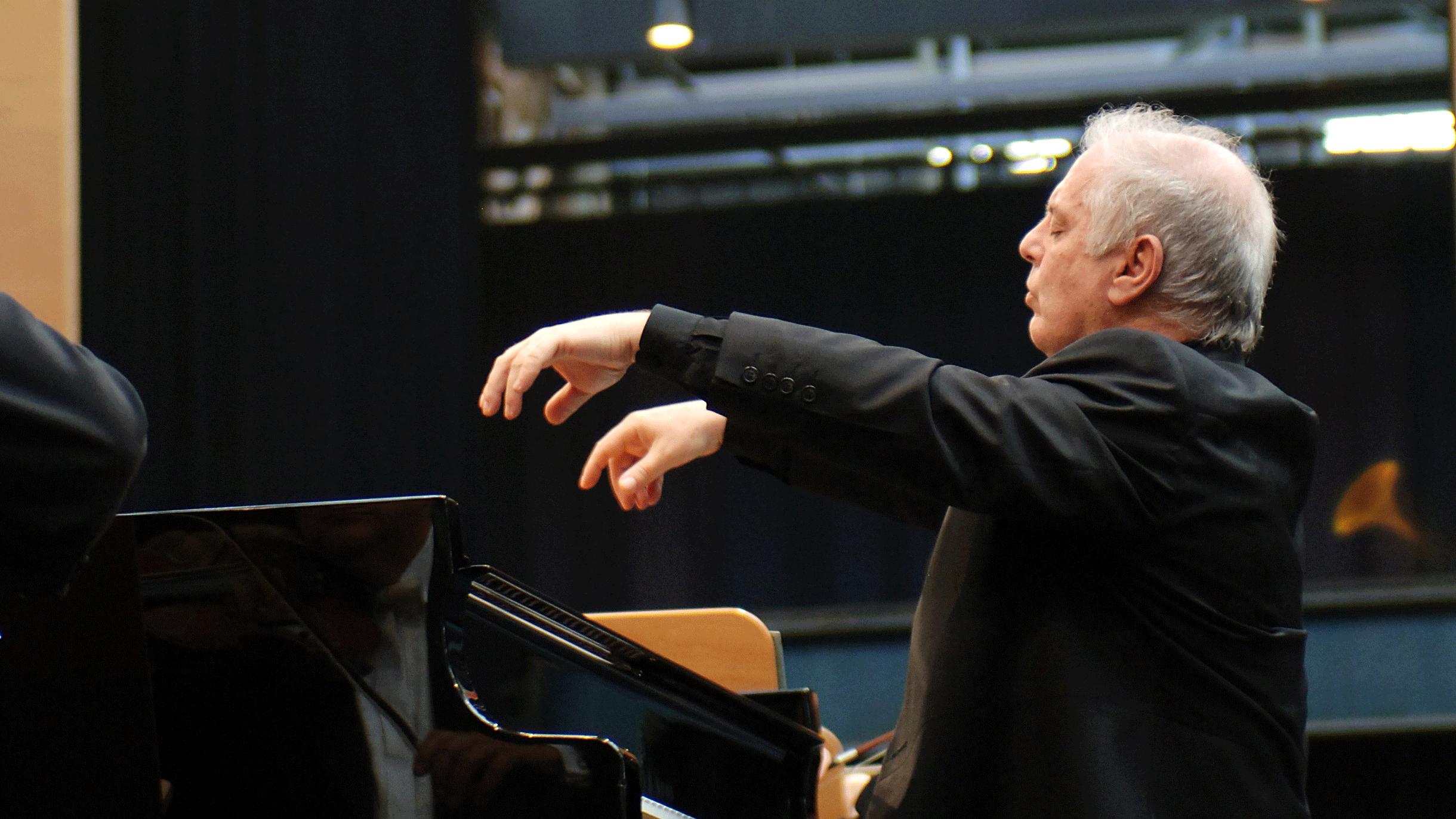 Daniel Barenboim joue et dirige le Concerto pour piano n°3 de Beethoven