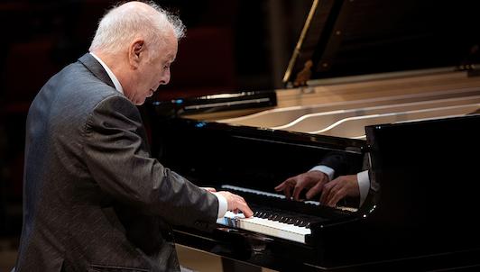 Daniel Barenboim interpreta las Sonatas para piano de Beethoven n.° 28-32