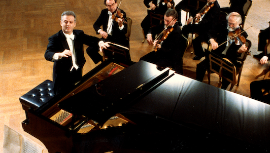 Daniel Barenboim plays and conducts Mozart's Piano Concerto No. 26