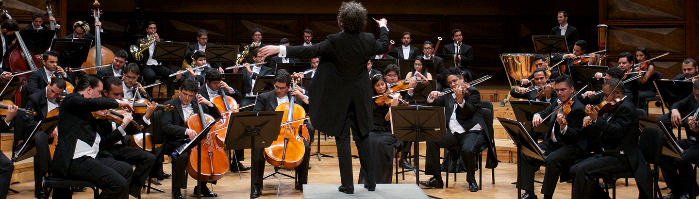 Gustavo Dudamel conducts Beethoven's Symphonies No. 3 and No. 4