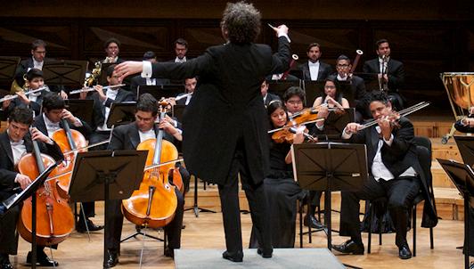 Gustavo Dudamel dirige la Sinfonía n.° 3 y la Sinfonía n.° 4 de Beethoven.