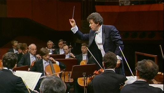 Jiří Bělohlávek dirige las Danzas eslavas de Dvořák