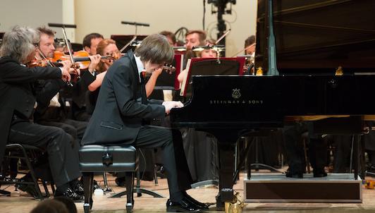 Evgeny Evgrafov joue le Concerto pour piano n°2 en fa majeur de Chostakovitch, op. 102