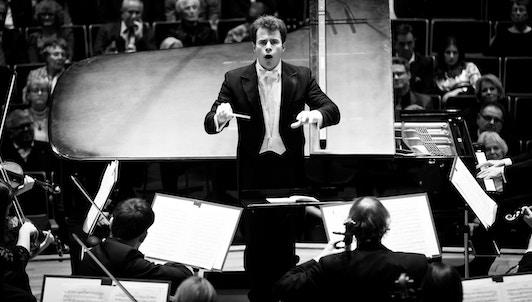 Jakub Hrůša dirige Mahler, Strauss y Foerster — Con Kateřina Kněžíková