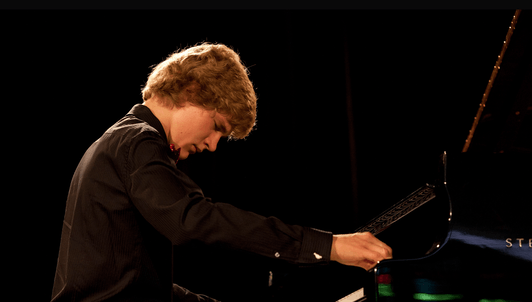 Jan Lisiecki interpreta a Mozart, Bach y Chopin con Christian Zacharias