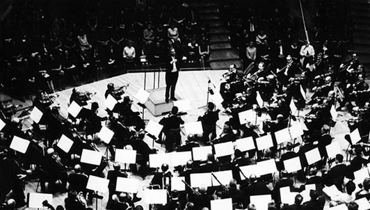 Herbert von Karajan conducts famous overtures by Beethoven and Brahms