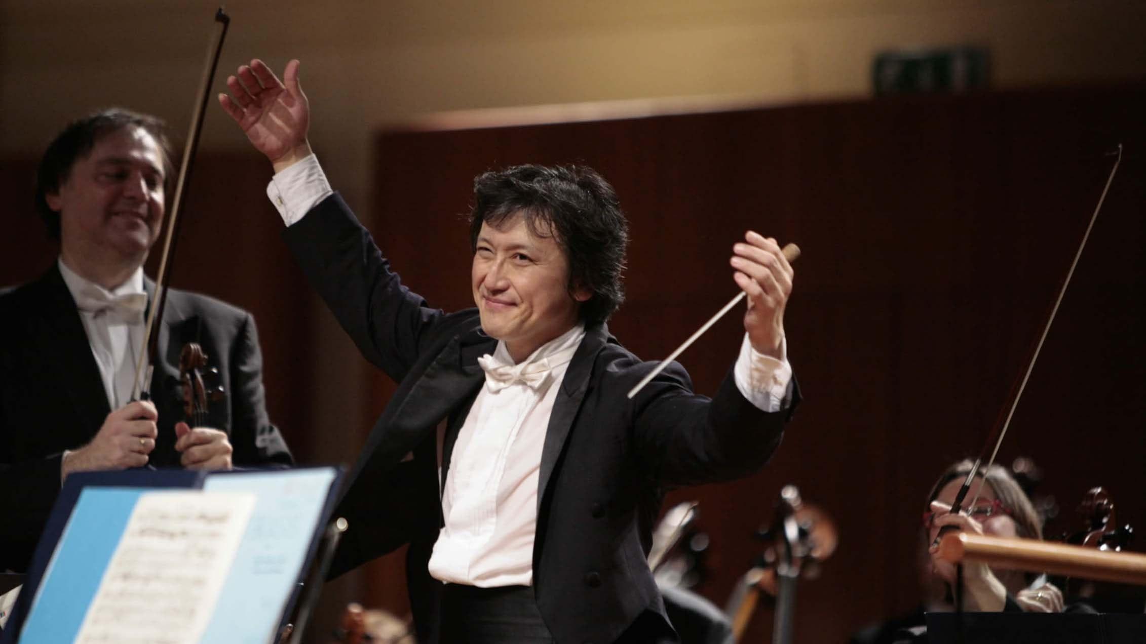 Kazushi Ono conducts Vivancos, Toru Takemitsu, Mozart, and Fauré's Requiem