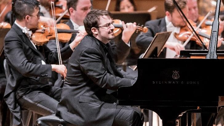 Charles Richard-Hamelin dans les Concertos pour piano n°1 et n°2 de Chopin