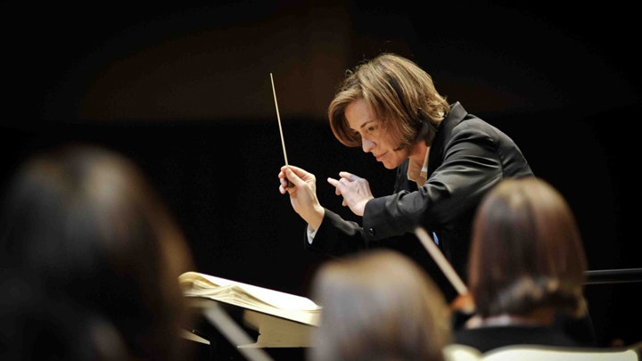 Laurence Equilbey conducts Mozart, Beethoven and Weber – With Nuria Rial, Marianne Crebassa, Benjamin Hulett and Johannes Weisser