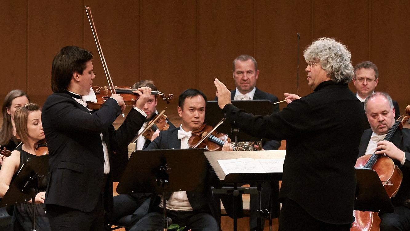Lorenz Nasturica-Herschcowici conducts Mozart's Violin Concerto No. 2 – With Sergey Dogadin