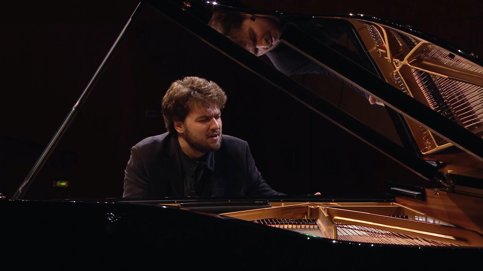 Lukas Geniušas joue la Sonate pour piano n°5 de Prokofiev