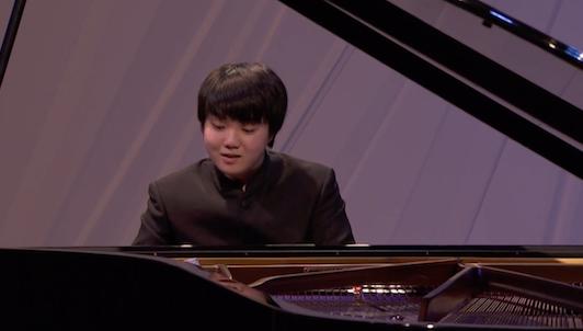 Mao Fujita plays Mozart