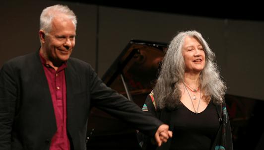 Martha Argerich, Stephen Kovacevich, Mischa Maisky jouent Bach, Mozart et Grieg