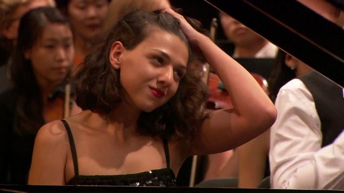 Neeme Jarvi and Khathia Buniatishvili: Auerbach, Rachmaninov and Strauss