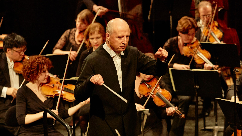 Paavo Järvi conducts Brahms's Symphony No. 1