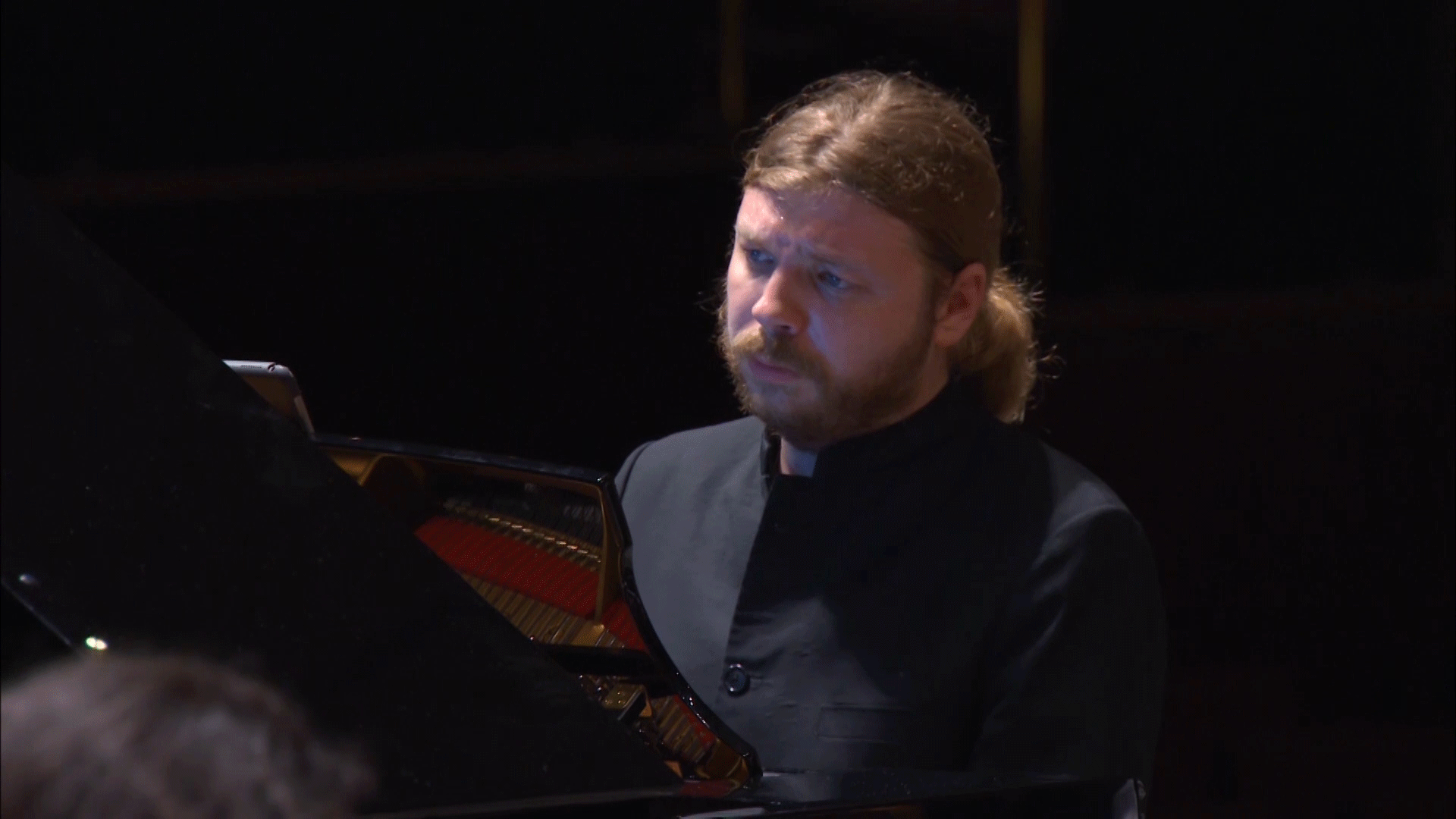 Sergey Smbatyan conducts Shor's Travel Notebook – With Denis Kozhukhin