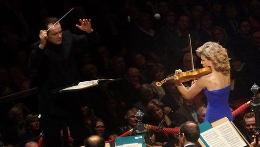 Andris Nelsons conducts Sibelius and Shostakovich — With Anne-Sophie Mutter