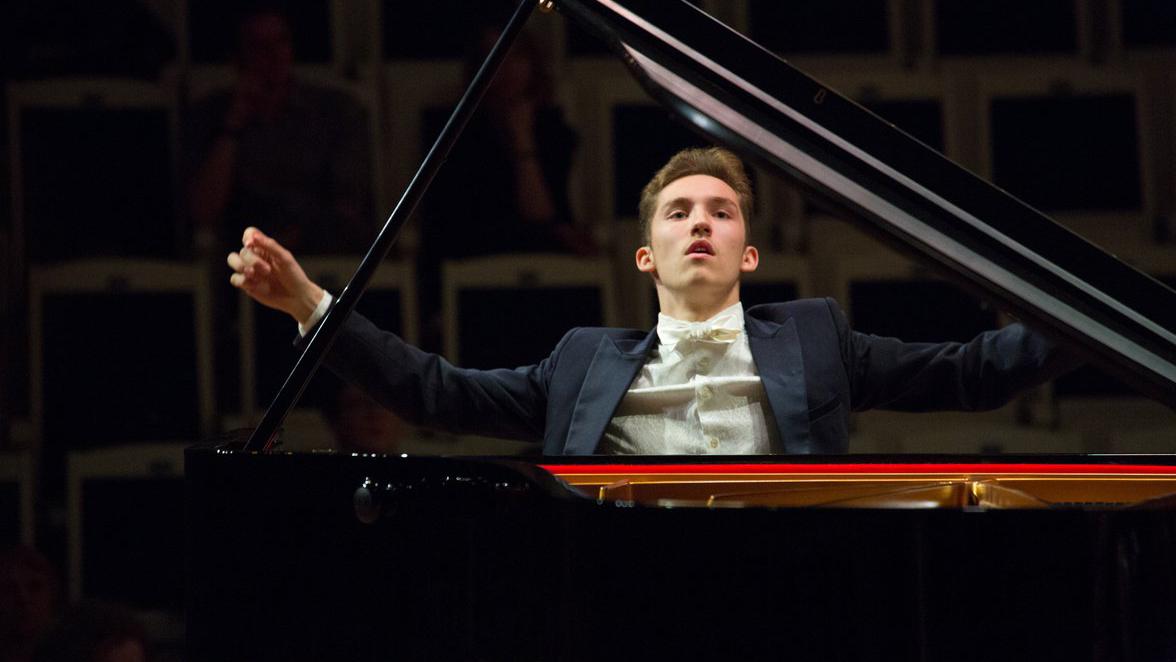 Valentin Malinin joue le Concerto pour piano n°1 en mi bémol majeur de Liszt, S. 124